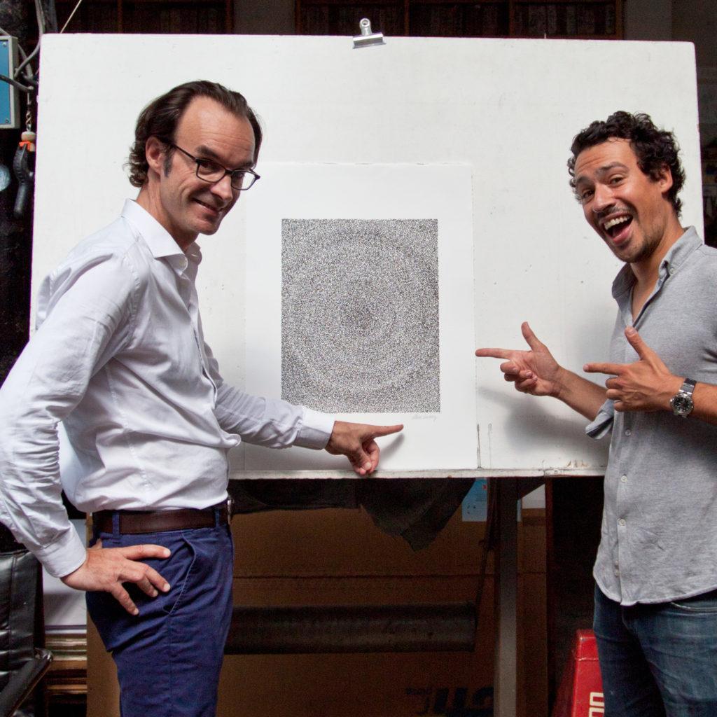 Achetez de l'Art et Arthur Simony chez Idem, devant la lithographie Spirale d'Amour (2018)