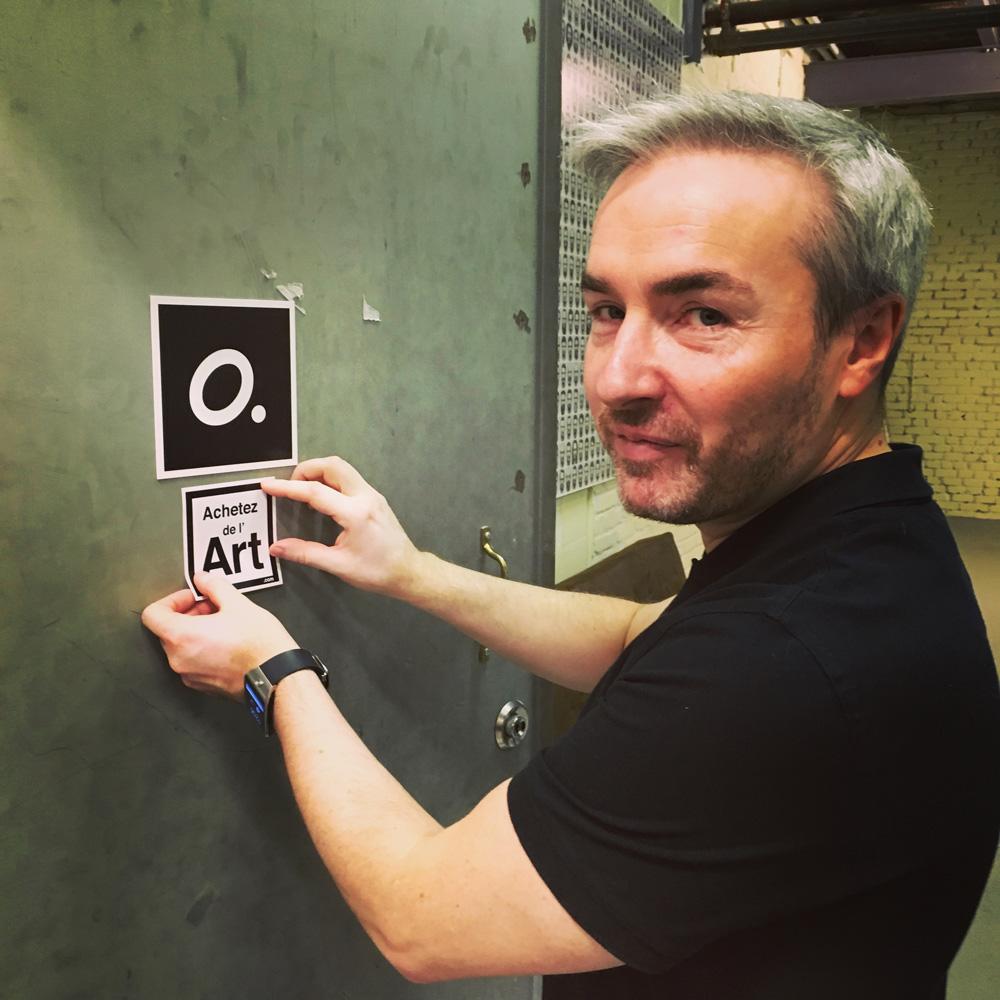 Olivier Vinot dans son studio parisien
